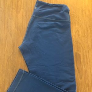 Lululemon Wonder Under - Blue Crop 6